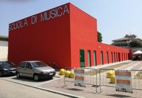 A Mirandola (Mo) inaugurata la nuova Scuola di Musica, con annessa la biblioteca musicale: cori e bande giovanili, formazione per quasi 1.200 allievi a partire dai 6 anni
